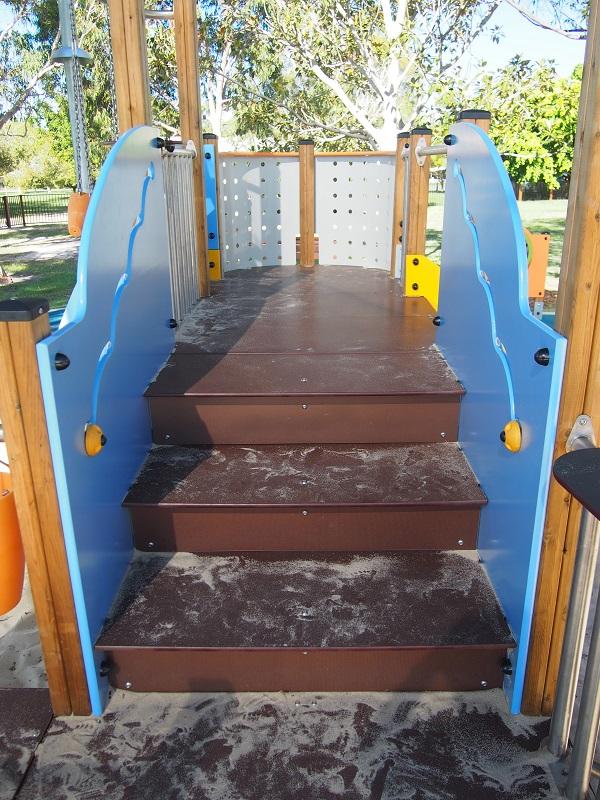 Vivarea Multiplay wide staircase