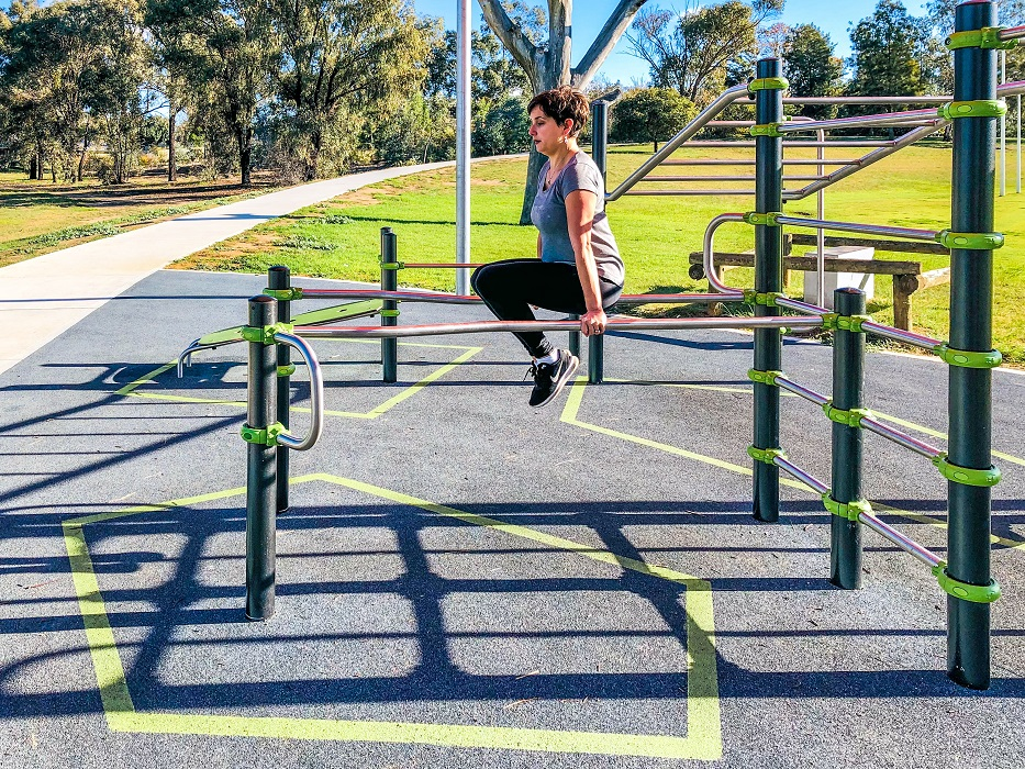 Inclusive Street Workout parallel bars