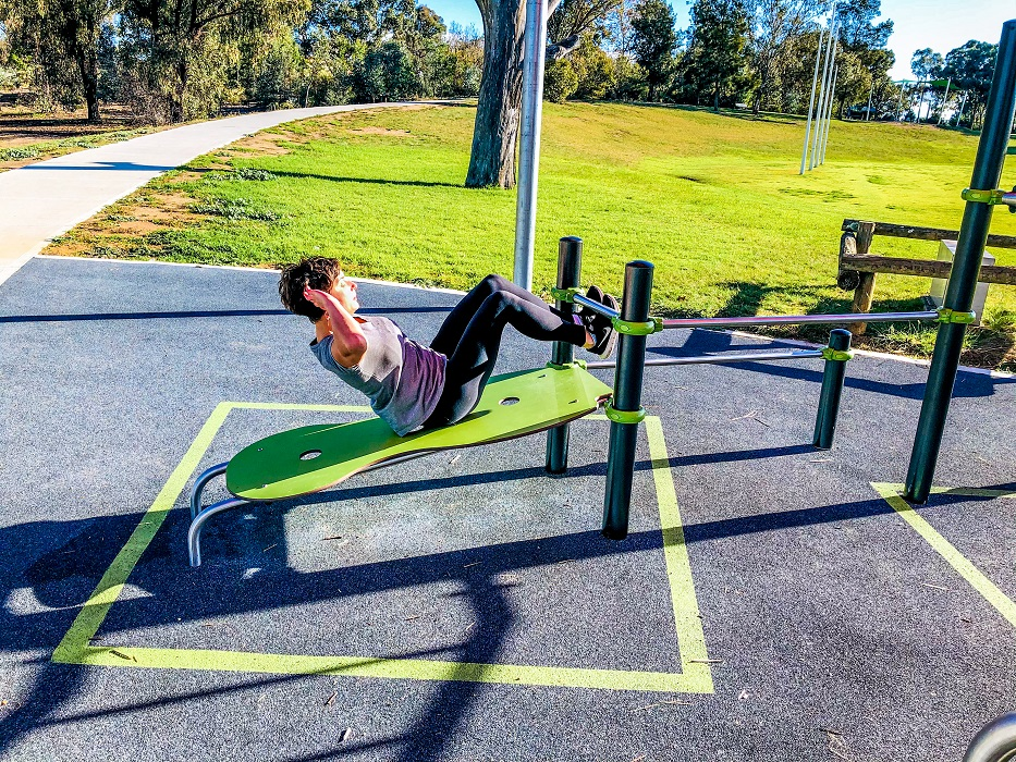 Inclusive Street Workout abs bench