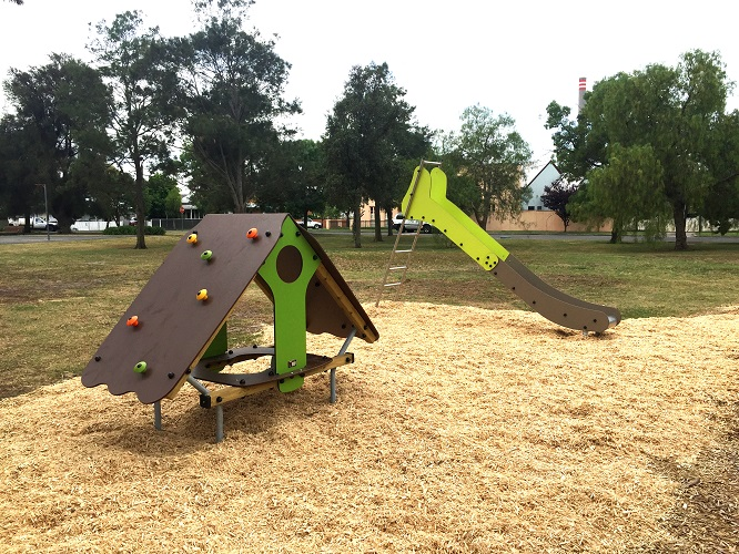 VIC – Armstrong Reserve Playground