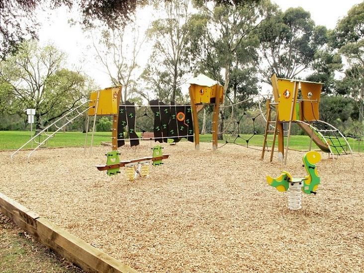 VIC – Hall Reserve Playground